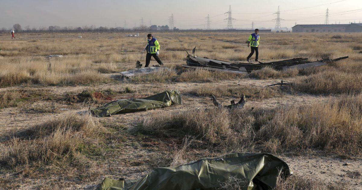 У МЗС заявили, що процес виплати компенсацій рідним жертв збитого літака МАУ під Тегераном може затягнутися на два роки