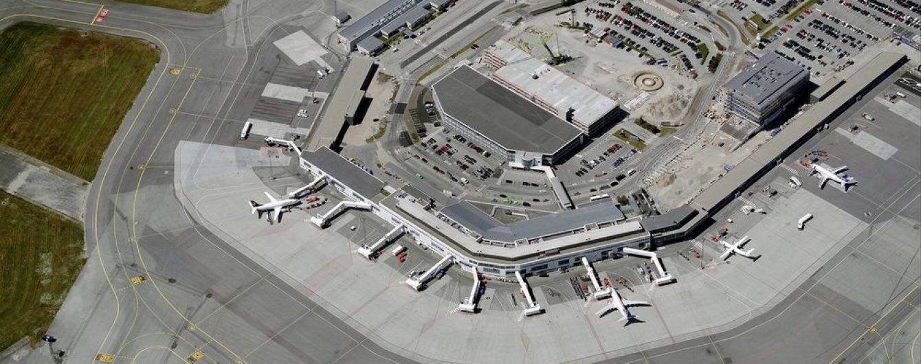 В аэропорту Норвегии в пожаре сгорели сотни машин