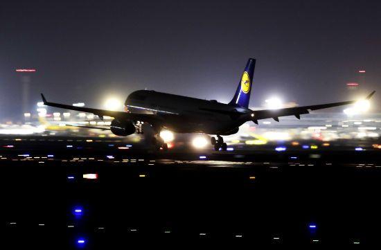 Lufthansa наполовину скорочує кількість рейсів через коронавірус