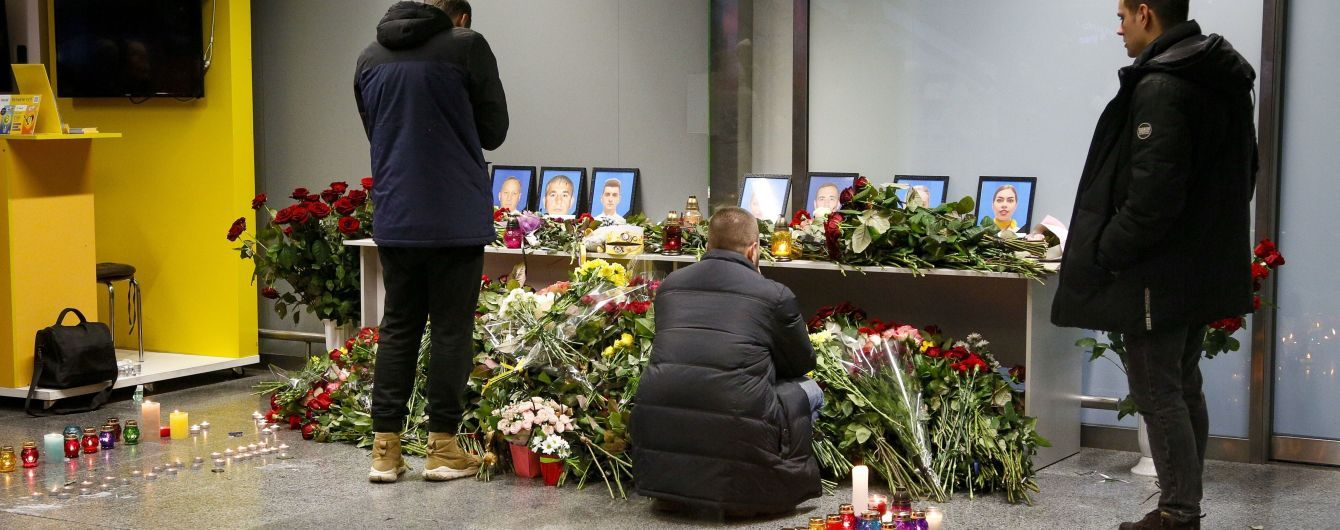Иранские власти объявили день траура из-за авиакатастрофы МАУ и давки на похоронах Сулеймани