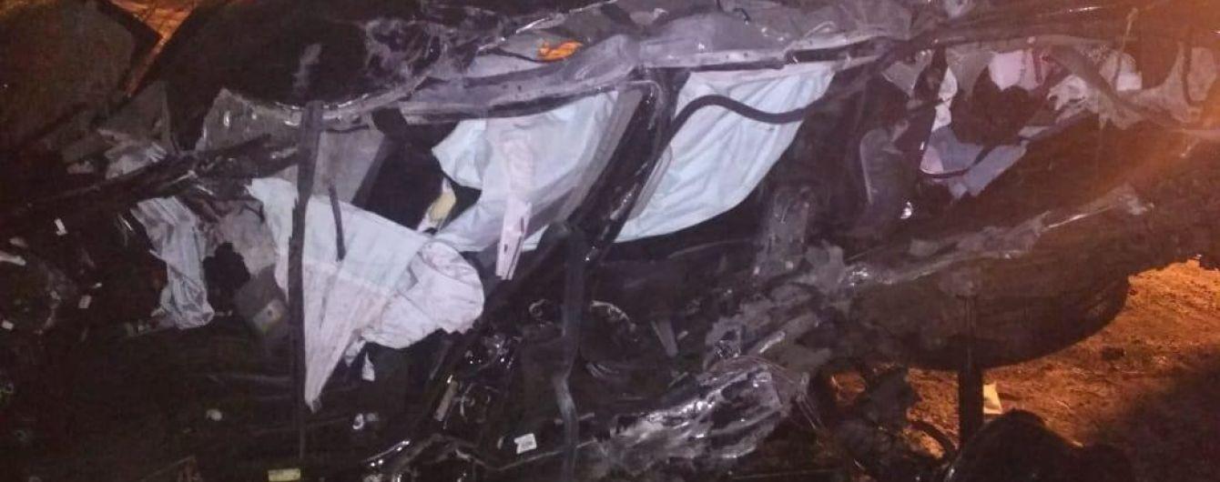 На Сумщині через зіткнення вантажівки та позашляховика загинули водій та 9-річна дитина