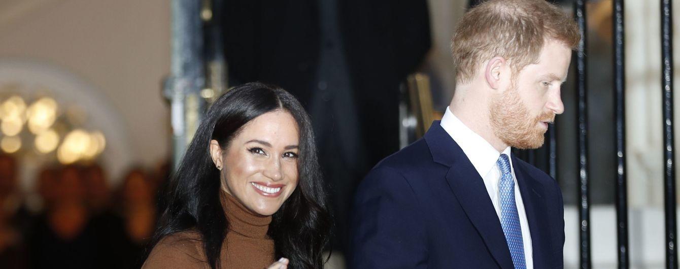 """""""Все ради кино"""": юзеры создали смешные мемы о выходе Меган и Гарри из королевской семьи"""