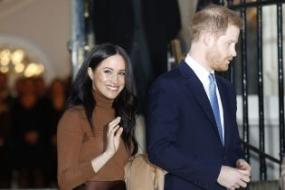 """""""Все заради кіно"""": юзери створили смішні меми про відхід Меган та Гаррі з королівської родини"""