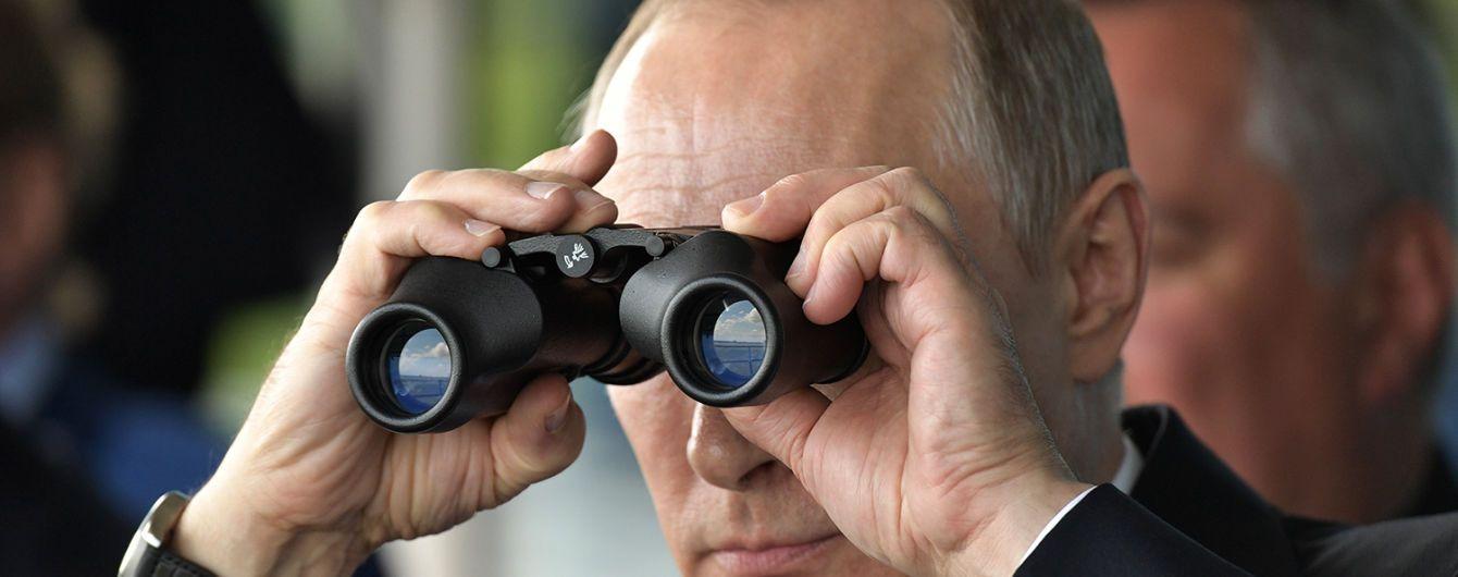 """Путин в оккупированном Севастополе посмотрел на военные учения """"Кинжала"""" и флота"""