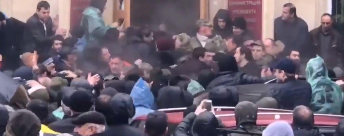 Так званий Верховний суд Абхазії скасував рішення ЦВК і вимагає провести повторні вибори президента