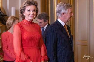 В ярком красном платье: королева Матильда с мужем на новогоднем приеме