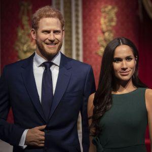 """""""Мегзит"""": відомо, коли принц Гаррі та Меган Маркл офіційно вийдуть з королевської родини"""