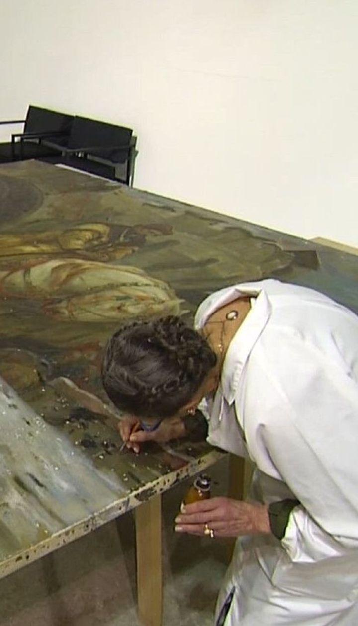 Изуродованная и хрупкая: картину художника Панина вернули в Украину в ужасном состоянии