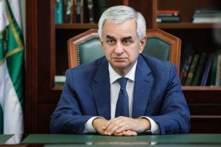 Президент Абхазии отказался уходить в отставку