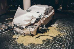 В Киеве BMW протаранил бензовоз на заправке