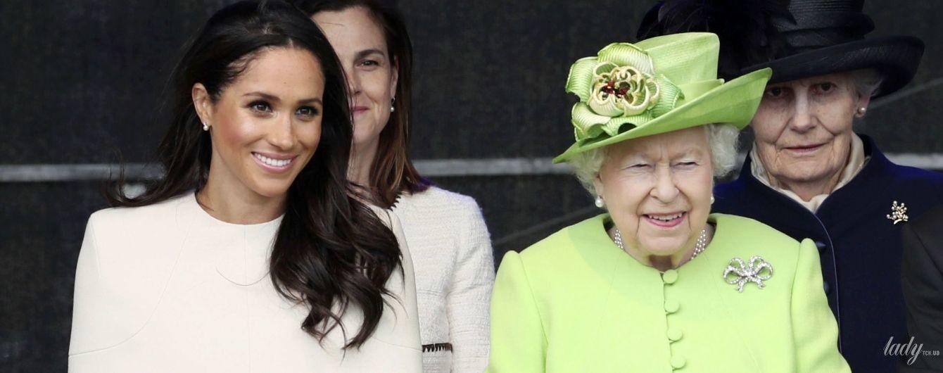 """Поддержала любимого внука: королева Елизавета II поручила найти """"новые роли"""" для Сассексов"""
