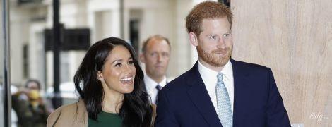 Новости из жизни Сассексов: принц Гарри прилетел в Канаду, а герцогиня Меган была замечена на прогулке с сыном
