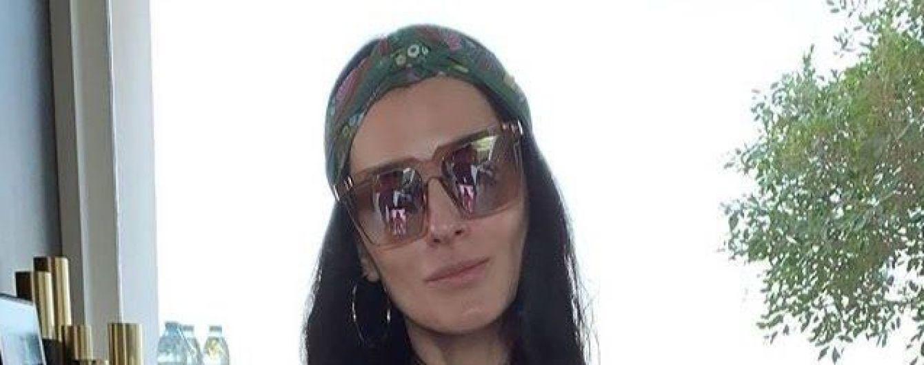 В купальнике цвета фуксии: Маша Ефросинина похвасталась стройной фигурой