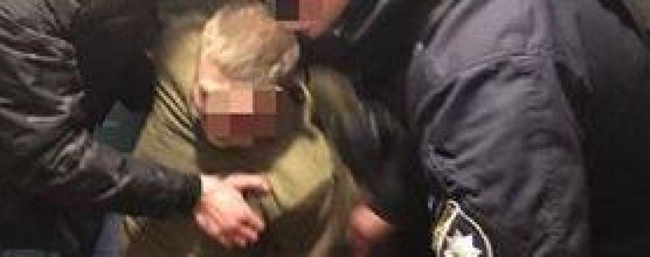 Під Києвом чоловік пробив дільничному обличчя викруткою