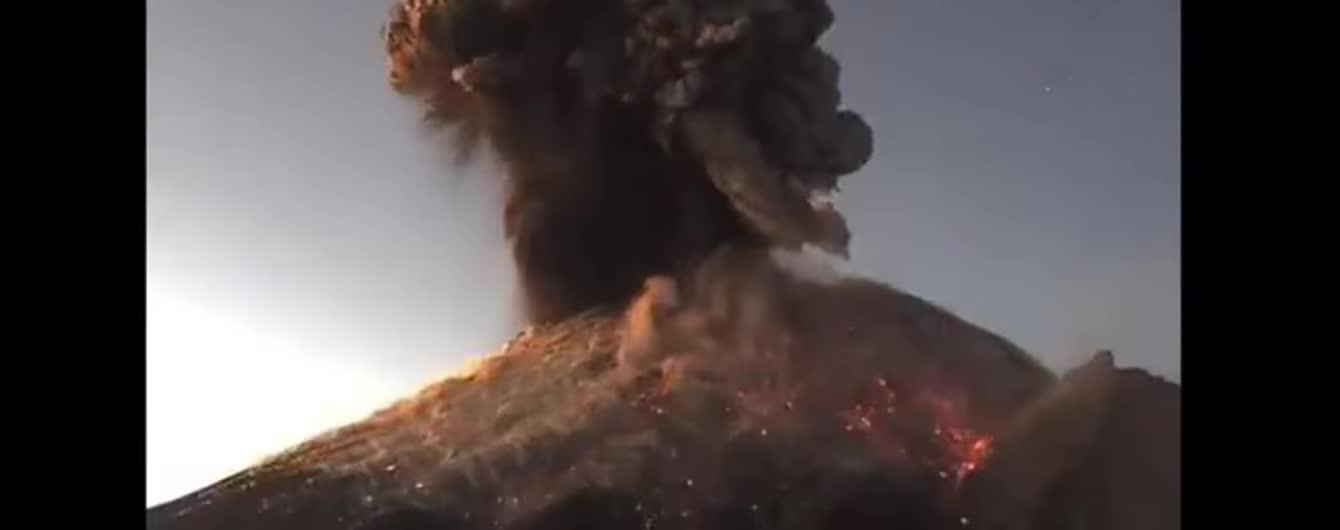 В Мексиці зняли приголомшливе виверження найактивнішого вулкана країни