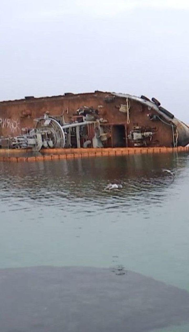 """Коли танкер """"Делфі"""" піднімуть із води: комісія допустила до аварійного судна водолазів"""