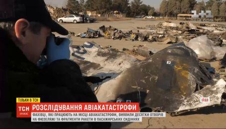 Ексклюзивні кадри з місця катастрофи літака МАУ: фахівці виявили десятки отворів на фюзеляжі