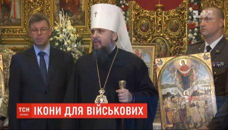 Митрополит Епифаний освятил более 20 тысяч икон для украинских военных