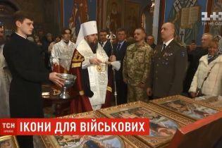 Епифаний освятил 20 тысяч икон для украинских военных