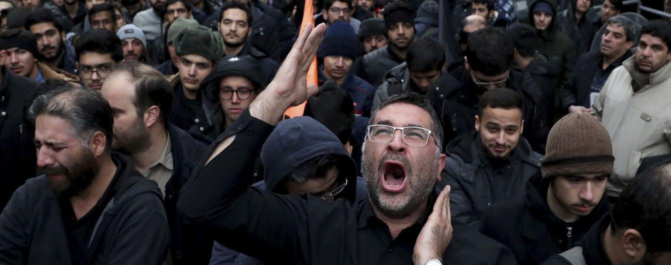 Из Ирана хотят выслать британского посла, которого незаконно задержали на митинге