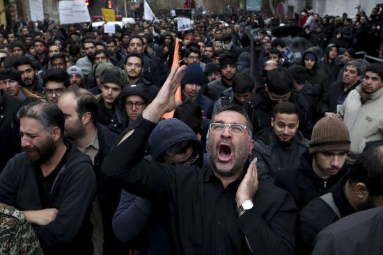 """""""Іранський Чорнобиль"""". Світові ЗМІ називають збиття літака МАУ """"останньою краплею"""" для іранців"""