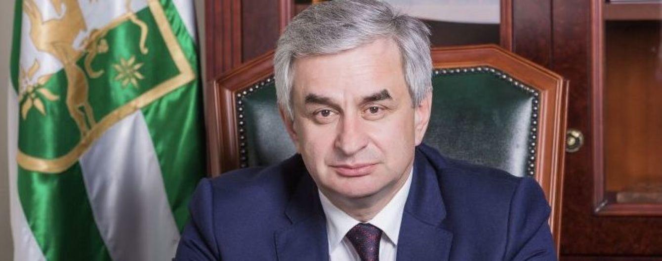 Фейковий президент Абхазії пішов у відставку на тлі протестів