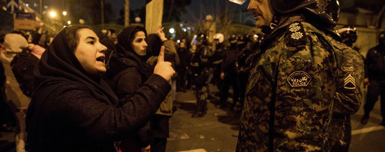 """""""Смерть диктатору"""". В Тегеране протестуют против режима, причастного к сбитию самолета МАУ"""