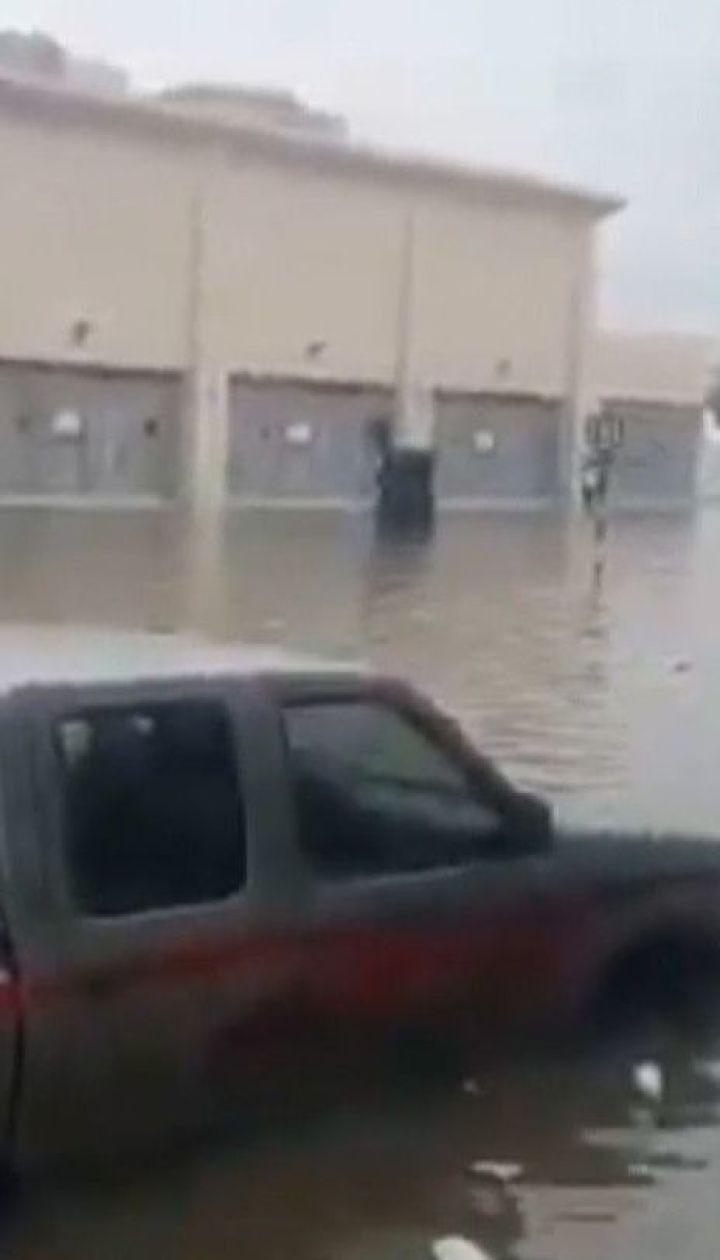 Більше трьох сотень аварій сталося у затопленому Дубаї за добу