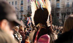 Гигантская крыса и одетые в цыганок мужчины: как Черновцы отгуляли народный праздник Маланки
