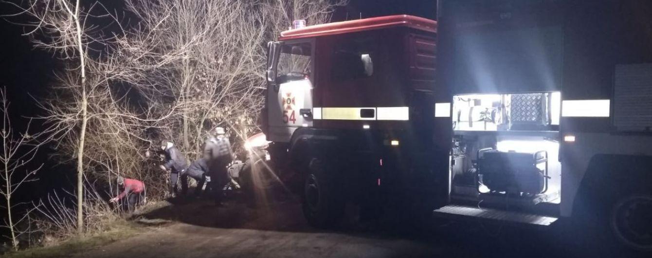 На Дніпропетровщині автівка з'їхала у ставок. Четверо пасажирів загинули