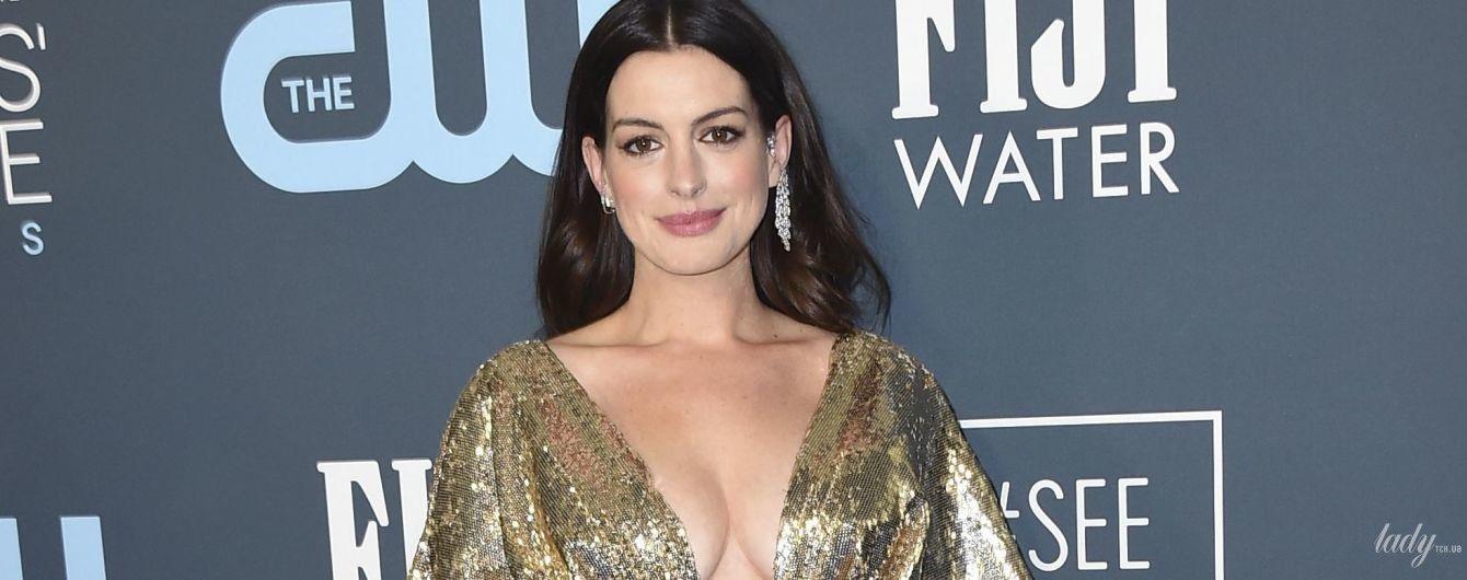 Церемонія Critics' Choice Awards: Енн Гетевей підкреслила пишне декольте сукнею від Versace