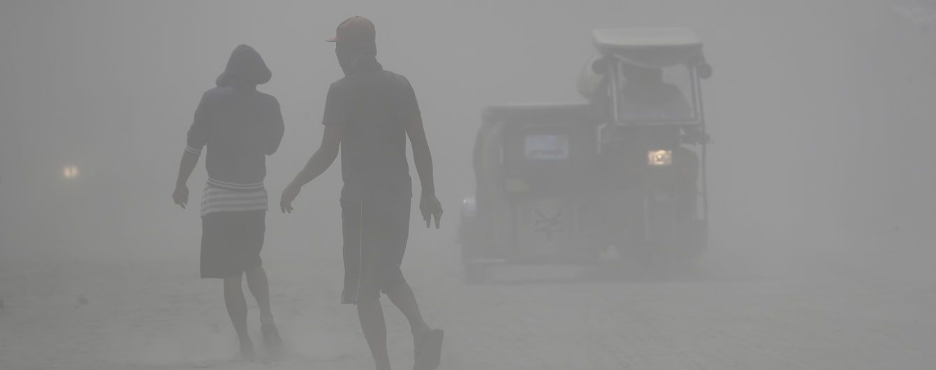 Виверження вулкана на Філіппінах: у Манілі не працюють школи і державні заклади, а аеропорт скасував рейси