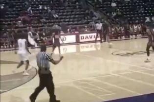В США во время баскетбольного матча открыли стрельбу: 18-летний болельщик находится в тяжелом состоянии