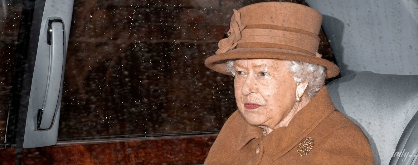 Службу не пропускає: королева Єлизавета II була помічена в Сандрінгемі напередодні важливих переговорів