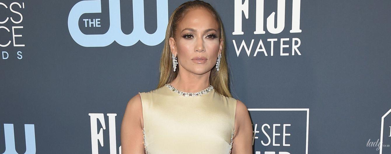Підкреслила сідниці і оголила спину: образ Джей Ло на церемонії Critics' Choice Awards