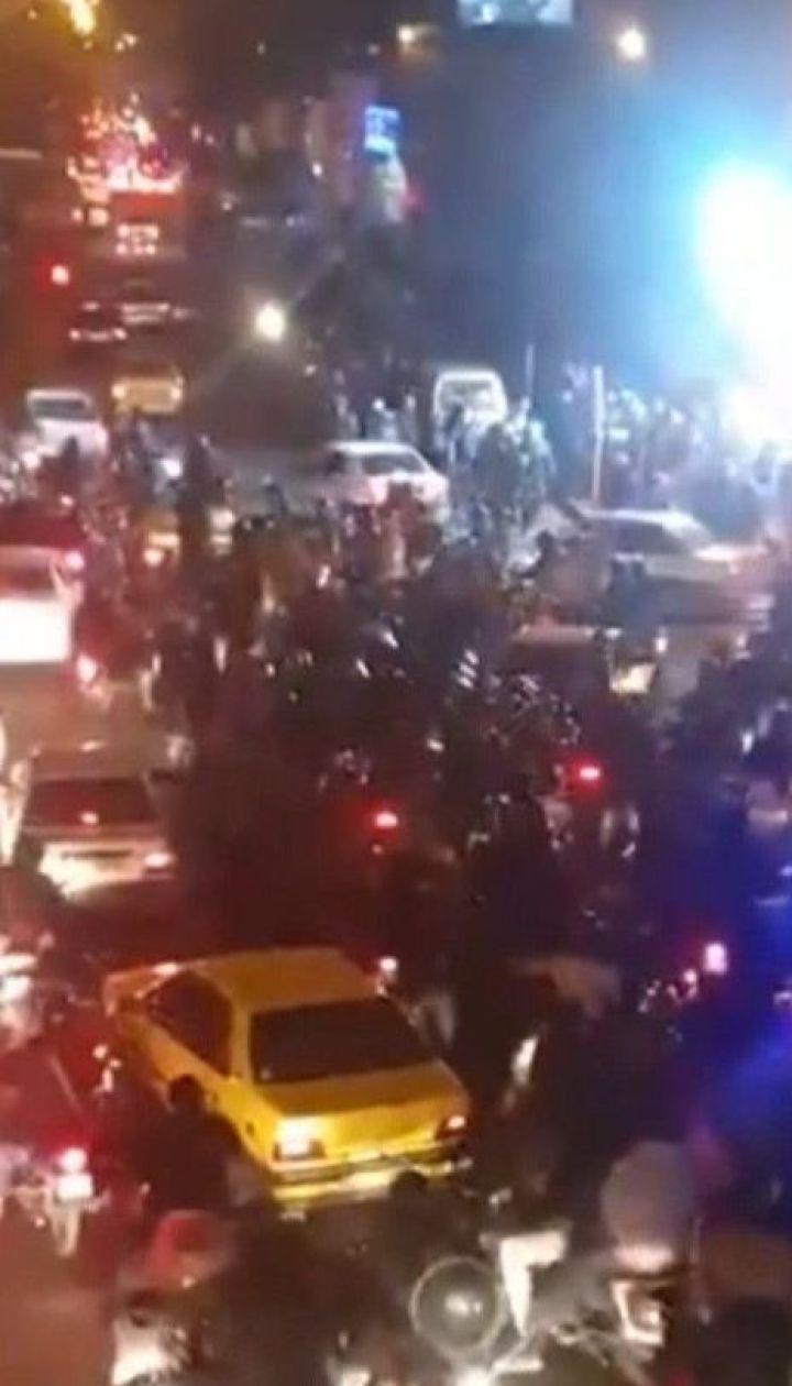 Постріли та перші поранені: спецпризначенці Ірану вдались до силового розгону мітингарів