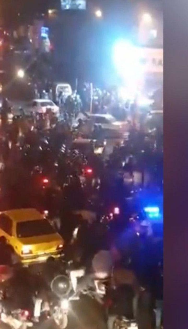 Выстрелы и первые раненые: спецназовцы Ирана прибегли к силовому разгону митингующих