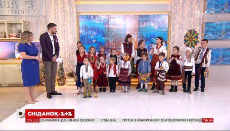 """Фолк-коллектив """"Правиця"""" защедровал в студии """"Сніданка"""""""