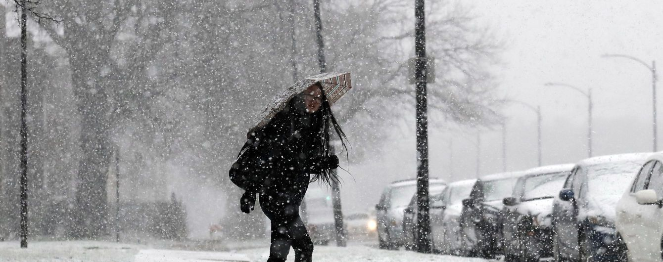 В Херсонской области закрыли аэропорт из-за метели и заносов. Более сотни населенных пунктов без света