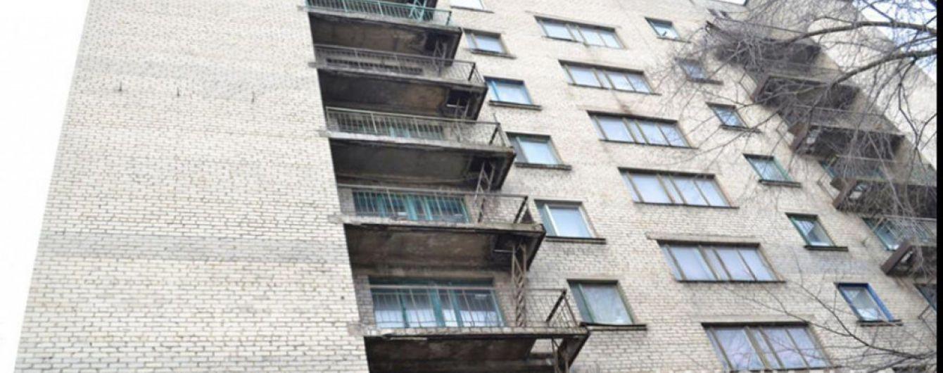 У Житомирській області 3-річна дитина випала з вікна 9-го поверху, поки батьки були на кухні