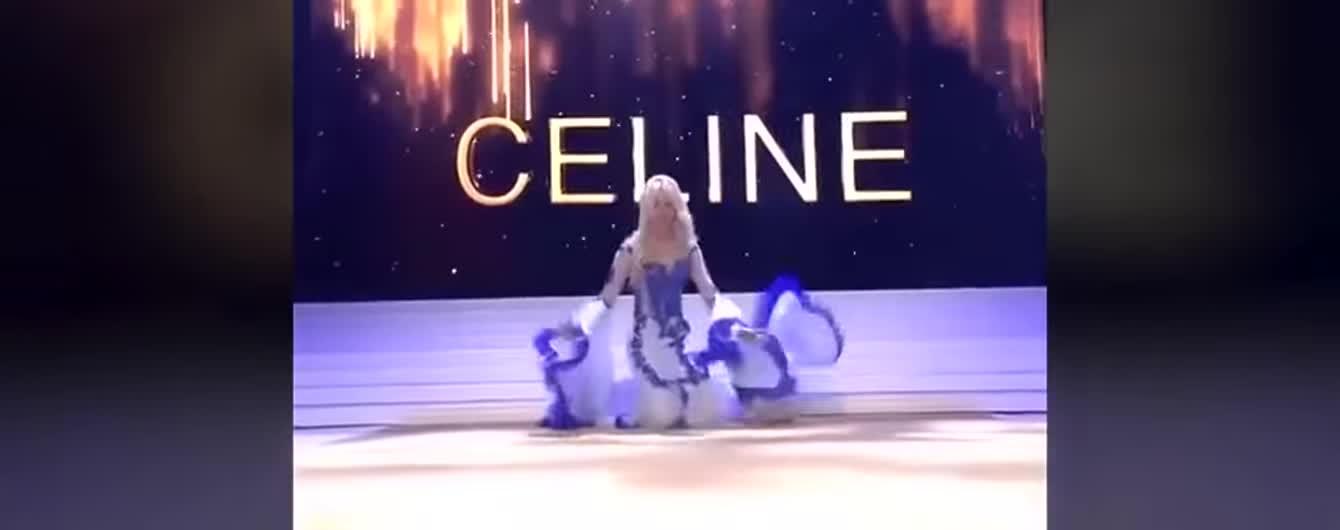 Только что коронованная Мисс Бельгия-2020 споткнулась на сцене и потеряла бюстгальтер