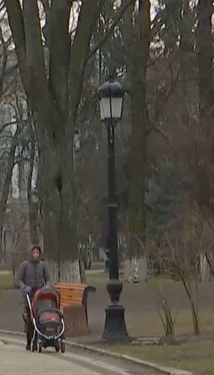 Коммунальщики в Мариинском парке заменили фонари, установленные в середине прошлого века