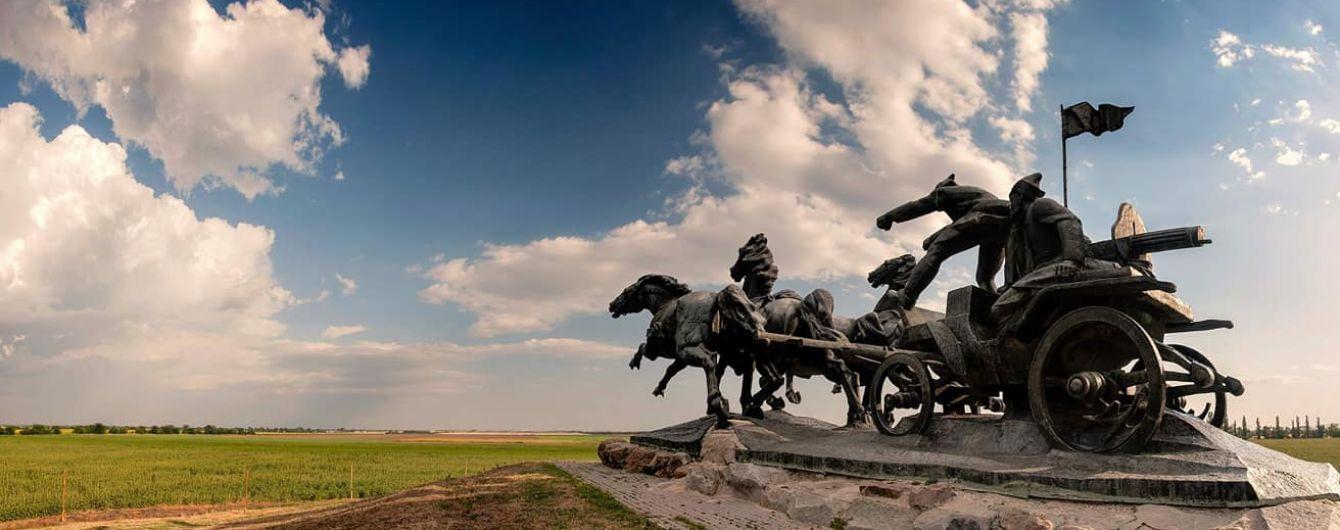 """Декомунізація """"тачанки"""": мер Каховки пообіцяв захистити """"символ міста"""""""