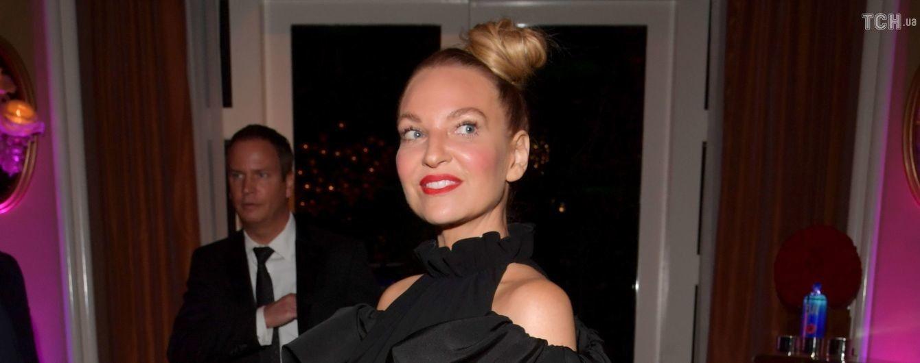44-летняя певица Sia призналась, что усыновила ребенка