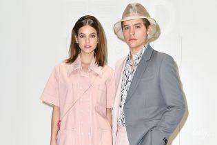 В нежно-розовом луке и в компании возлюбленного: Барбара Палвин на шоу в Милане