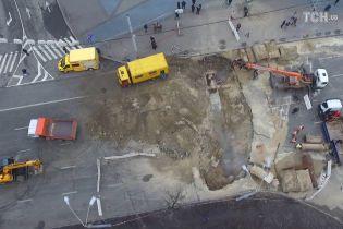 ТСН показала новые кадры начала затопления Ocean Plaza в Киеве