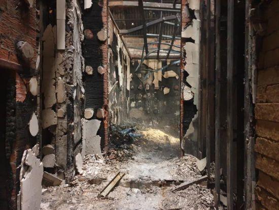 """На Донеччині згоріла база парамедиків """"Янголів Тайри"""", постраждав волонтер"""