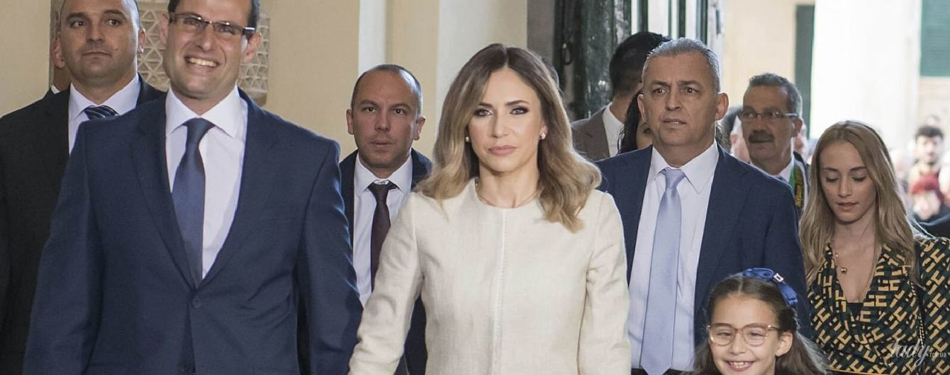 В пальто цвета слоновой кости и с красивым макияжем: как выглядит жена нового премьер-министра Мальты