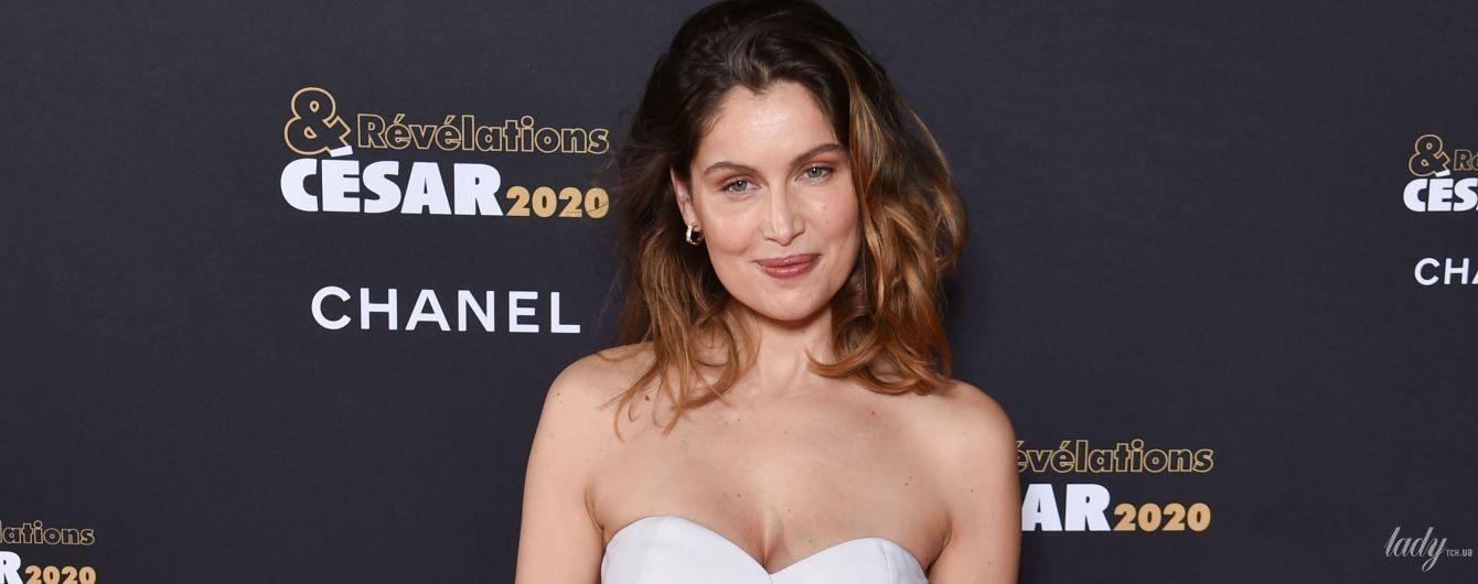 Элегантно и с изюминкой: Летиция Каста в белоснежном луке сходила на вечеринку в Париже