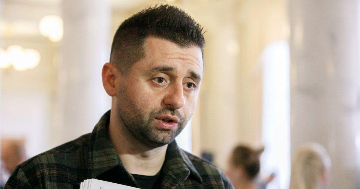 """Правительство рассматривает возможность введения """"интеллектуального локдауна"""" в Украине — Арахамия"""